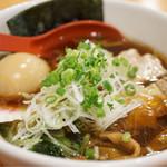 燕 - 料理写真:角煮ラーメン 850円 味玉トッピング 120円