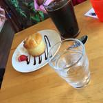 カフェ はぴはぴ - バナナマフィンとアイスコーヒーのケーキセット(^∇^)
