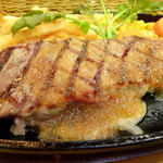 カフェ・トレイル&トラック - アンガス牛のサーロインステーキ