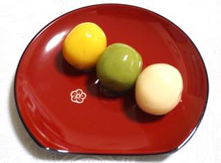 舟和 仲見世1号店 - 大好きなあんこ玉 一つから購入できます。