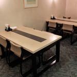 HOTEL AZ 山口徳山店 - 朝食会場テーブル席