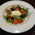 LAPLACE SONO - 幻のモッツァレラチーズ「ブラータ」とトマトのカプレーゼ