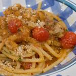 リカータ - トラーパニ風鮪とトマト、ミント風味のブカティーニ