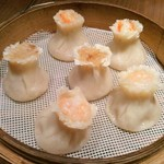 61093993 - 「焼売3種盛り」上の2つが蟹みそ焼売、真ん中2つがもち米焼売、下の2つが海老焼売。