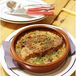 ブラッスリー ロノマトペ -  スペイン産 ガリシア栗豚肩ロースのコンフィ 白いんげん豆の煮込み添え