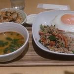 コムローイ - ・Bランチ 日替りガパオセット 880円
