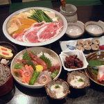 そばよし庵 - 横綱コース 3,700円 具だくさんの海鮮味噌ちゃんこ鍋を中心に贅沢な内容のコースに仕立てました。