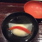 米増 - 料理写真:貝柱しんじょう、中に紐がコリコリ〜♪ カブラで包んで 花びら餅みたいな❣️