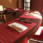 curry味善 - 赤い椅子、赤いテーブルクロスが素敵すぎます(2017.1.11)