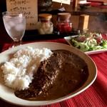 curry味善 - 平日限定ランチの「和牛すじカレー」サラダ付きで750円です(2017.1.11)