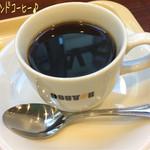 ドトールコーヒーショップ - ミラノセットには定番のミラノサンドの他にカルツォーネ等があり、カルツォーネ 7種野菜のカポナータ&バジルチキン(340円)とブレンドコーヒー(S/220円)♪ ドトールのコーヒーは安くて美味しい☆彡
