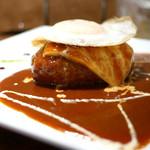 キッチン ハセガワ - BBQハンバーグ チーズ&目玉焼きトッピング