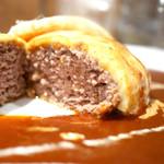 キッチン ハセガワ - BBQハンバーグ ナイフを入れると肉汁が溢れ出します