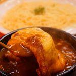 BeBe - お店の一番人気!カレリアン(680円)大辛(目玉焼、ナチュラルチーズ、ポーク入り)