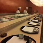 やま中・本店 鮨と日本料理  - 白木のカウンター素晴らしい