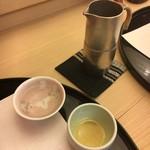 やま中・本店 鮨と日本料理  - 熱燗にスイッチ