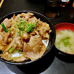 伝説のすた丼屋 - 料理写真:ガリバタ牛カルビ丼(飯増し)