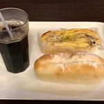 阪急ベーカリー - 料理写真:パン2個とドリンクで、ツーパンセット430円(税込)