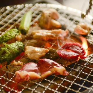 地鶏の旨味を七輪で焼肉のように地鶏を焼く『七輪焼』が好評♪