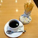 61122395 - モーニングセットにはおかわり自由のホットコーヒーもつきます