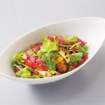 ベーカリーレストランサンマルク - ゴロゴロ野菜のロティとビーフパストラミにサラダ