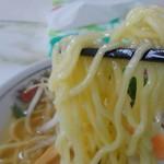 61124141 - 麺~~ あげっ