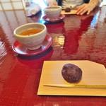 石葉 - 料理写真:到着に出されたあんこ玉は純朴ながら味わい深い
