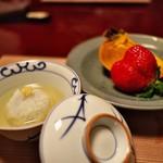 石葉 - フルーツと共に出された道明寺餅には上品な吉野あんをかけて。