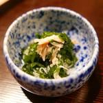 61132465 - 先附②:小鉢 菊菜と蟹のお浸し