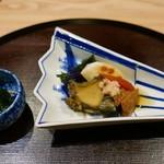 61132468 - 先附①:鮑のやわらか煮の酢の物 赤水菜、小蕪、金時人参 先附②:小鉢 菊菜と蟹のお浸し