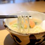 ハナヤマZ - ウニと魚介の塩ラーメンの麺 '16 1月下旬
