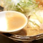 ハナヤマZ - 濃厚エビ味噌ラーメンのスープ '16 1月下旬