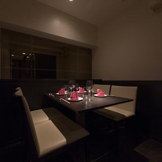 接待や会食でもご利用頂ける、洗練された≪完全個室≫