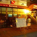 バラクーダ - ガラス張りの開放感のあるお店。