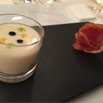 61150647 - 白美人葱のスープ アオリイカのキューブ                        カーニョ デ ロモのコカ