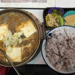 焼肉レストラン不二苑 - 牛ホルモン鍋定食(690円)