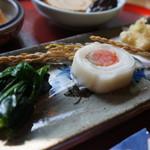 ごはんや楓屋 - 手前から、ほうれん草の昆布〆、サーモンのかぶら巻き、かずのこの天ぷら(2017.1.12)