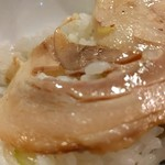 麺や 紡 - チャーシューon the rice