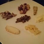 アル リコルド - チーズの種類はスチルトンしか知らないころころなのだ!スチルトンを食べて眠ると奇妙な夢を見るらしいのだ!