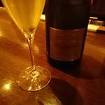 アル リコルド - まずはフランスのシャンパーニュで乾杯