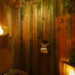 食堂 木洞商店 - トイレは木の中に