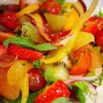 Bistro Sentiment - 有機野菜と季節のフルーツサラダ