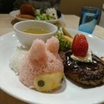 ヴィレッジヴァンガードカフェ - マイメロのイチゴソースハンバーグ