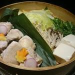 九兵衛 三田・田町店 - 熟成鶏のせいろ蒸し鍋