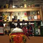 にんにくバー あっほぃあひー - 7ヶ国のビール、スコッチ、バーボン、焼酎、ワイン
