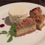 カフェ ド SaRa - ベイクドレアチーズとゴルゴンゾーラチーズケーキの2種盛り☆。.:*・゜