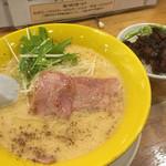 尾張開化亭 - 料理写真:カルボナーラらーめん850円税抜とクーポンサービスのミニまかない丼
