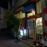 千石食堂 - 2016年10月 道の細さにこの街灯!