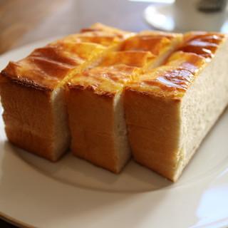 リピーター多数!!特製厚切りチーズトースト