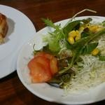 CANAL - 意外にボリュームあるサラダ、プチサイズのトマトブルスケッタ